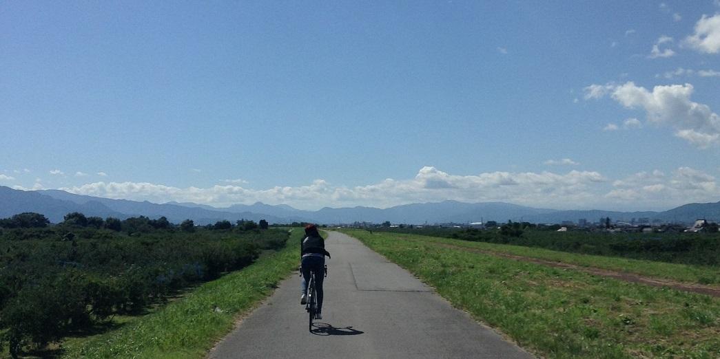 千曲川堤防をロードバイクで行く