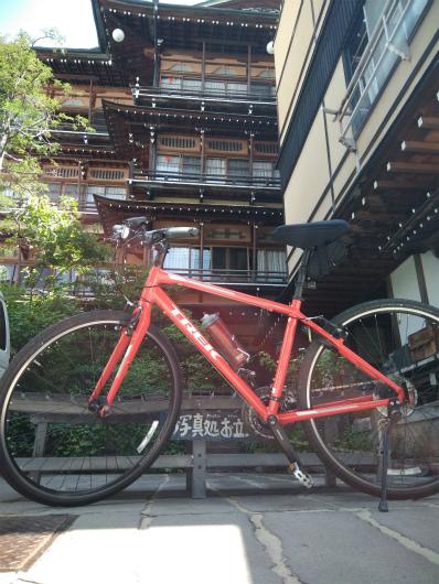 渋温泉金具屋とクロスバイク