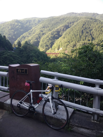 高井橋とロードバイク