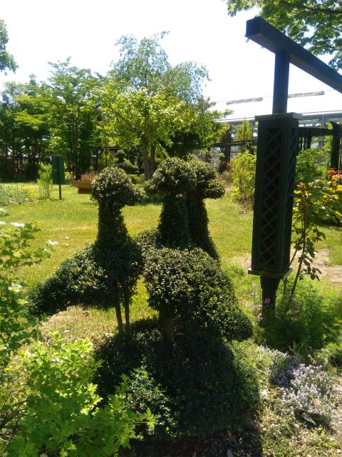 フローラルガーデン鳥の形の木