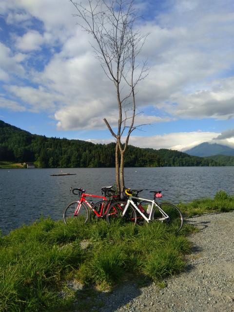 ロードバイクと野尻湖