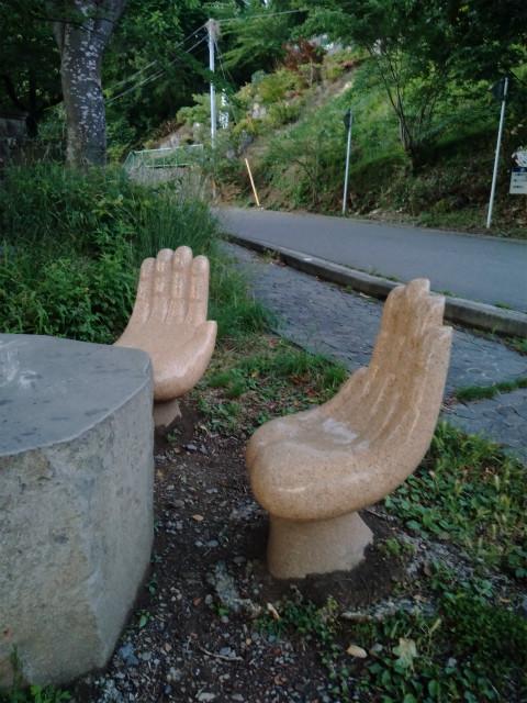 中野市東山巡り逢いの丘手のベンチ