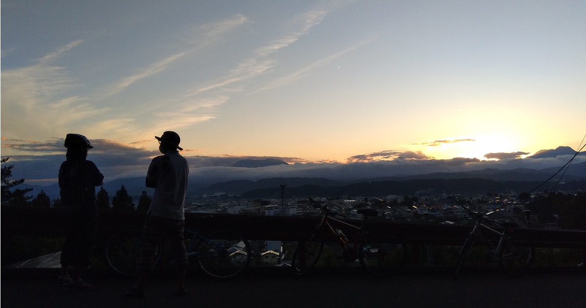 中野市東山巡り逢いの丘夕日