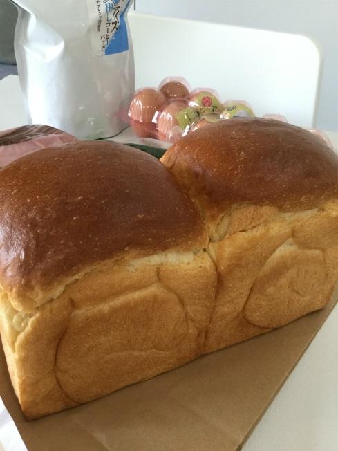 食材紹介パン、コーヒー、キュウリ
