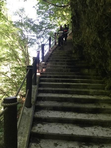 雷滝の階段