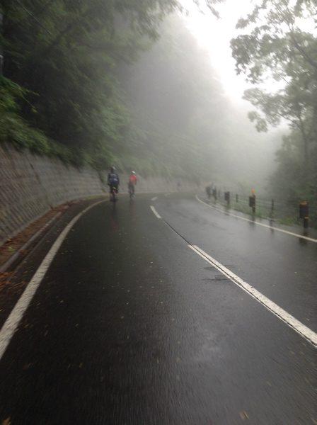 山田温泉を出発して雨に