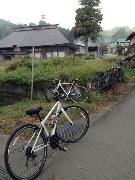 飯山巨木を巡るサイクリング 加保戸神社前