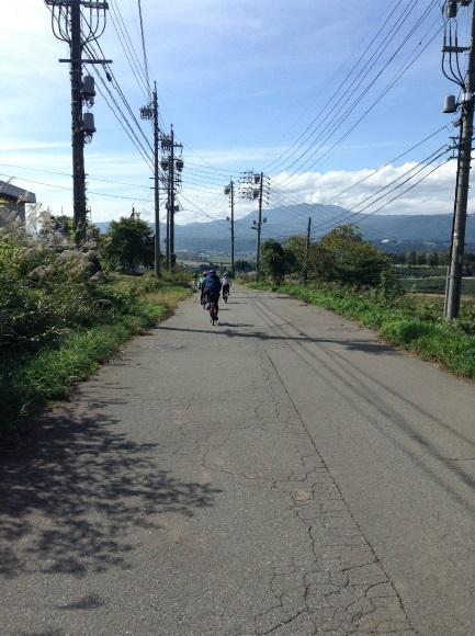 飯山巨木を巡るサイクリング 小菅神社を過ぎて