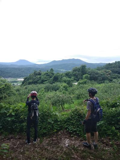 谷厳寺から北信五岳の眺め
