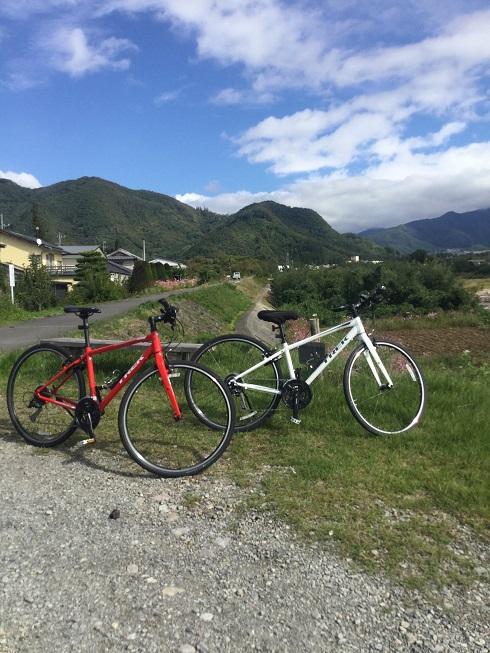 松川堤防のクロスバイク2台