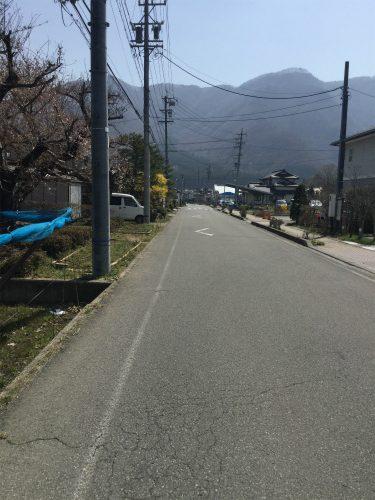 小布施岩松院せせらぎ緑道サイクリング まっすぐいくと岩松院