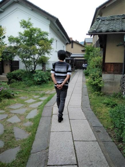 小布施堂正門から北斎館へ抜ける道