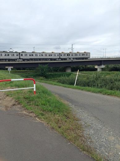 村山橋を渡る長野電鉄