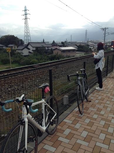 村山橋メモリアルパークとロードバイク