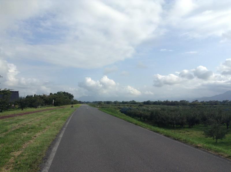 豊野側の堤防道路