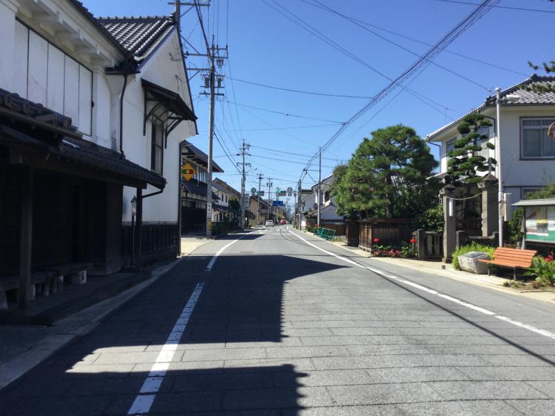 須坂塩屋醸造前の道