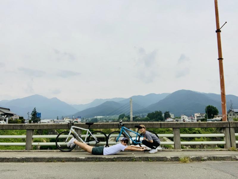 湯田中の橋で記念撮影