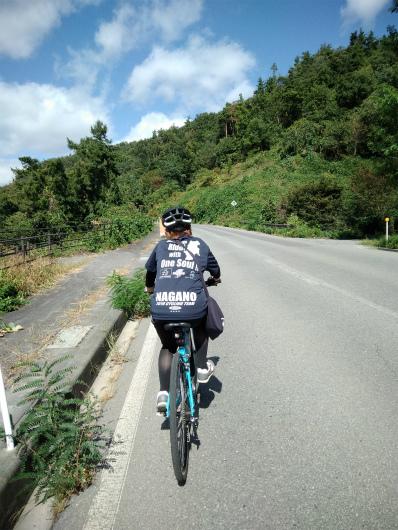 北信五岳道路を上るクロス女子